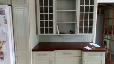 Kitchen glass units after respraying
